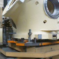 Milling and drilling of blade hub for wind turbine
